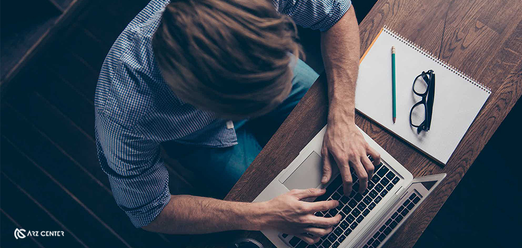 وبلاگنویسی در زمینه بیت کوین و ارزهای دیجیتال نیازمند تلاش متوسطی است و درآمد متوسطی را نیز در پی دارد. البته این روش دارای ریسک کمتری است.میزان درآمد پایینتر این روش نیز به دلیل ریسک پایین میتواند منطقی به نظر برسد.